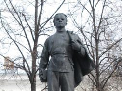 young-lenin-statue