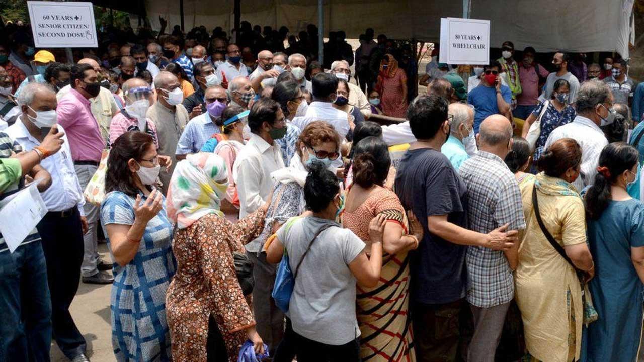 উৎপাদন বেশি, জোগান কম: ভারতে টিকাকরণ নিয়ে রহস্যের শেষ নেই