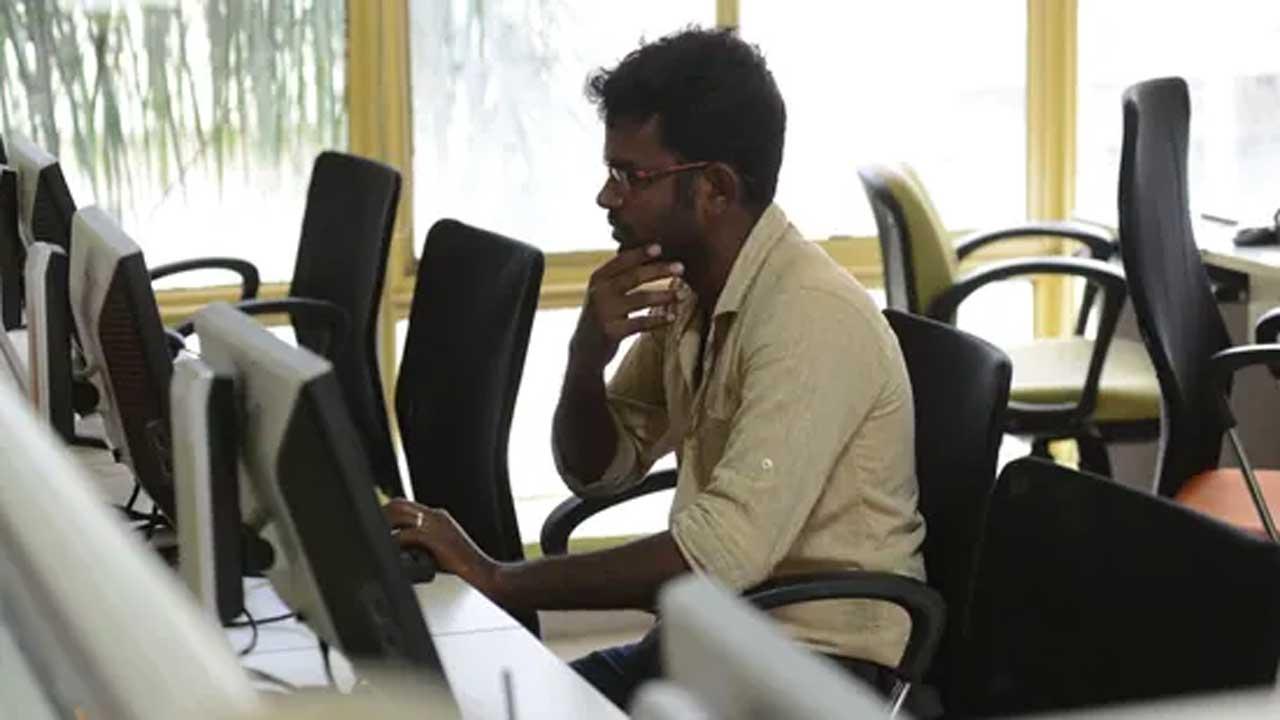 মে মাসে ভারতে কাজ হারিয়েছেন দেড় কোটিরও বেশি